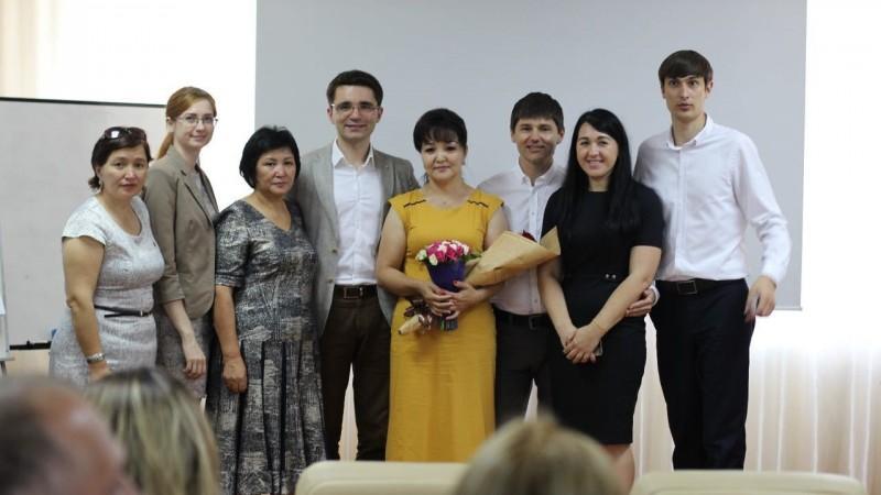Фото с награждения новых Интеллект тренеров Академии Победителей в Алматы, Казахстан, 10 июля 2016